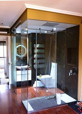 Pincel cristal mamparas de ba o y puertas de cristal - Banos con paredes de cristal ...
