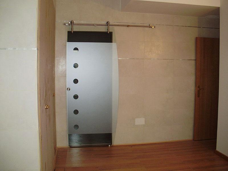 ejemplo bao con puerta corredera de cristal