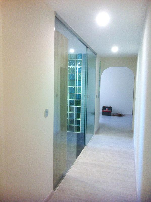 Puerta corredera en pladur good sistema corredizo oculto para puerta corredera linear with - Puerta cristal cocina ...